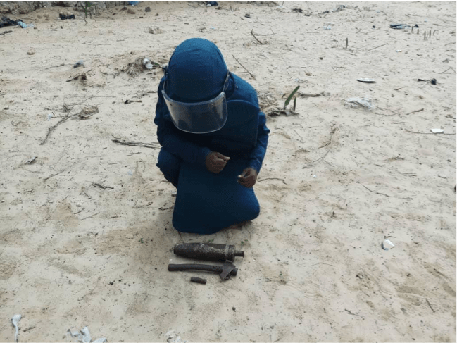 Searcher removing items detected using Schonstedt UXO Locator (Magnetic Locator) in Daynile, Somalia. Photo Credit: UNMAS Somalia